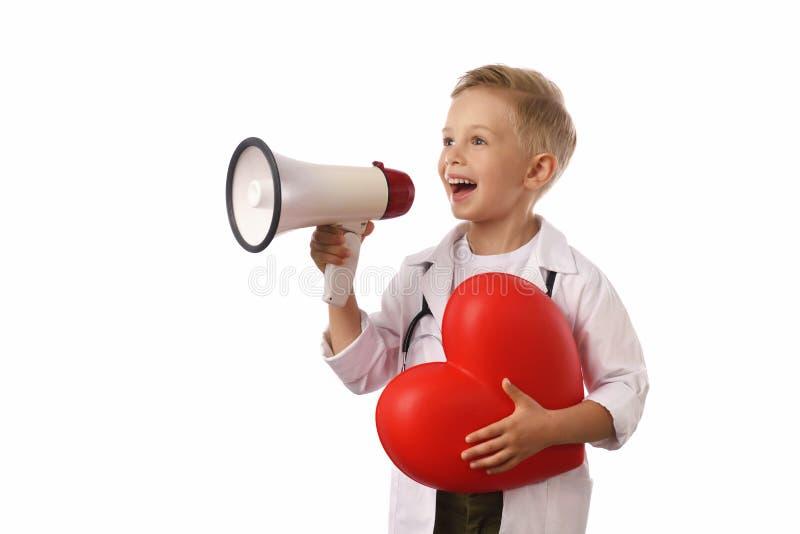 在白色隔绝的医疗制服的小男孩 库存照片