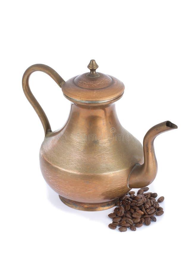 在白色隔绝的土耳其咖啡罐 免版税库存图片