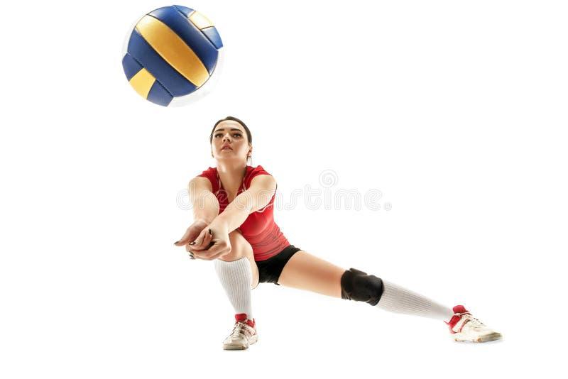 在白色隔绝的女性专业排球运动员 免版税库存图片