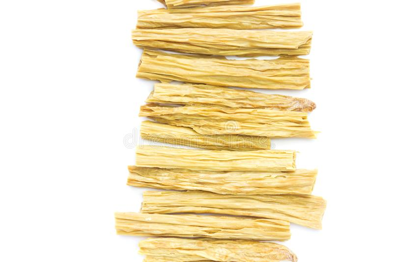 在白色隔绝的干韩国大豆芦笋一张顶上的照片  干燥豆腐皮肤或yuba,豆腐皮肤 汉语的豆奶膳食 免版税库存照片