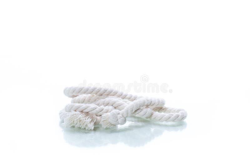 在白色隔绝的白色棉花绳索片断  免版税图库摄影