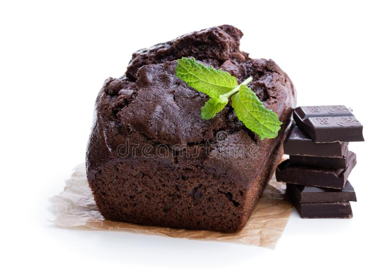 在白色隔绝的自创巧克力大面包蛋糕 库存照片