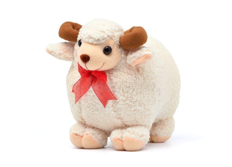 在白色隔绝的被充塞的绵羊Ram软的长毛绒玩具 免版税图库摄影