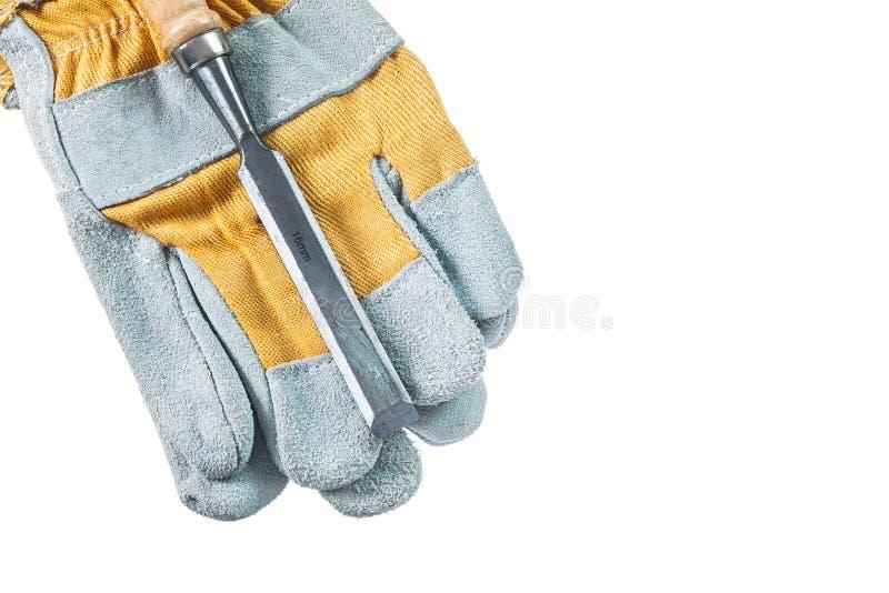 在白色隔绝的防护手套平的凿子 免版税库存照片