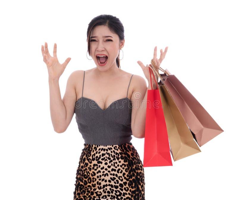 在白色隔绝的震惊妇女藏品购物带来 免版税库存照片