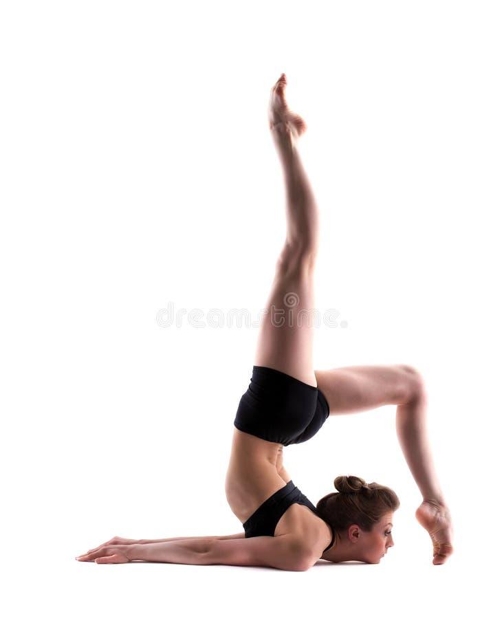 在白色隔绝的优美的体操运动员的图象 免版税库存照片