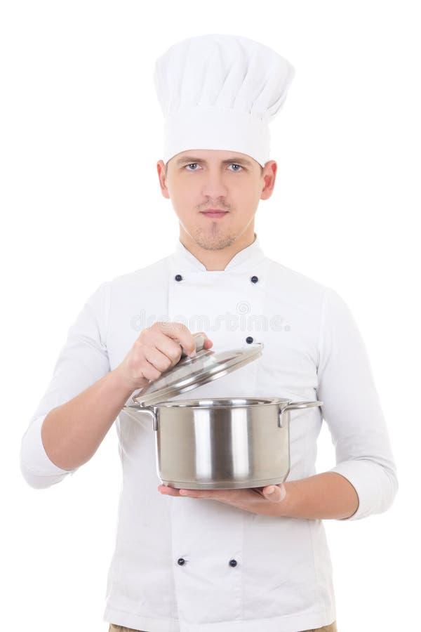 在白色隔绝的厨师一致的举行的平底深锅的年轻人 免版税库存照片
