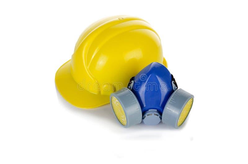 在白色隔绝的安全帽盔甲和气体人工呼吸机 图库摄影