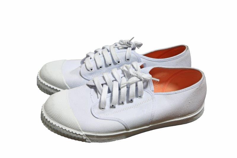 在白色隔绝的对新的白色运动鞋 免版税库存照片