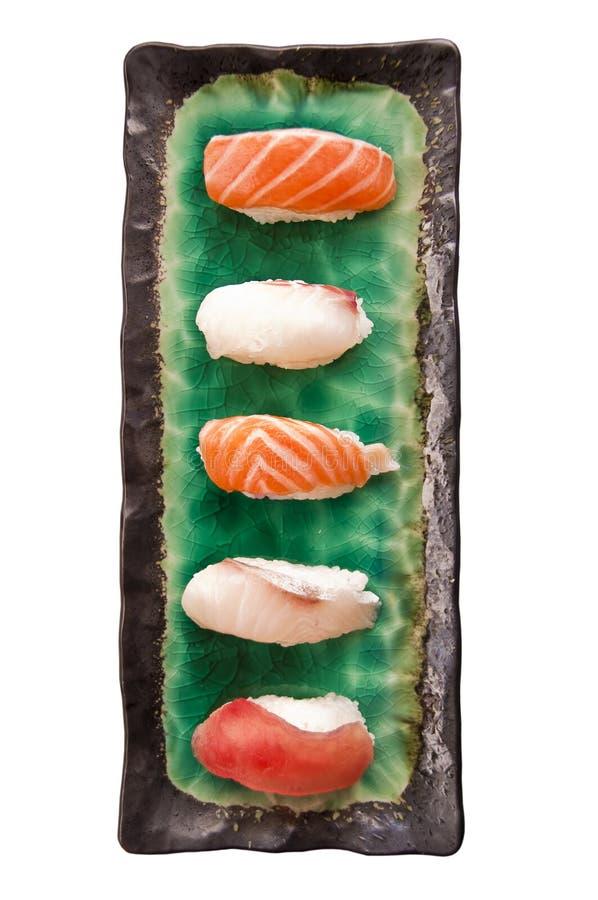 在白色隔绝的寿司板材的顶视图 免版税图库摄影