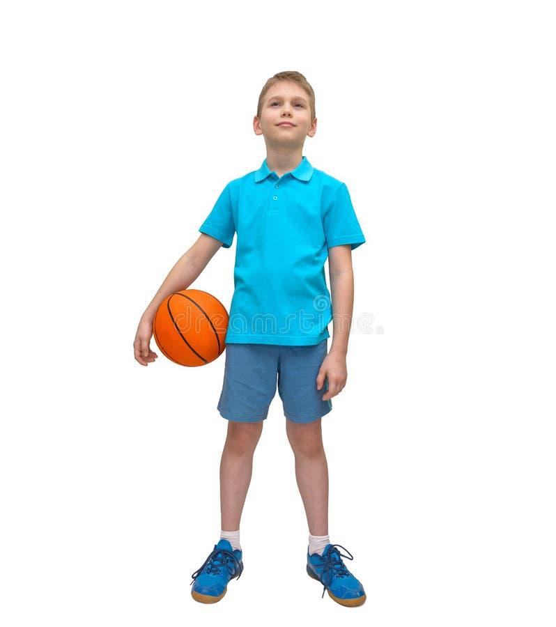 在白色隔绝的微笑的篮球男孩 免版税库存图片