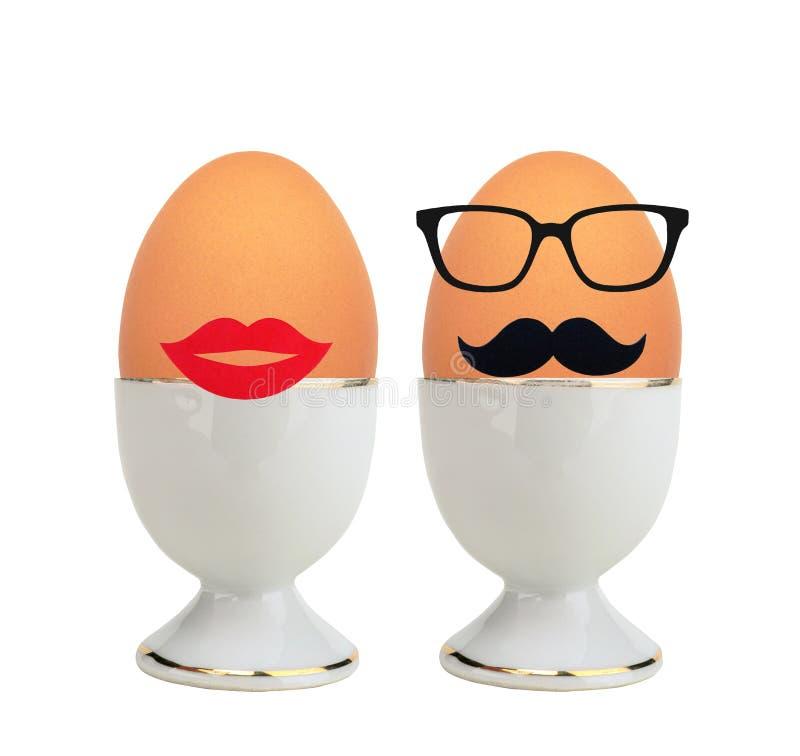 在白色隔绝的持有人的煮沸的鸡蛋 库存图片