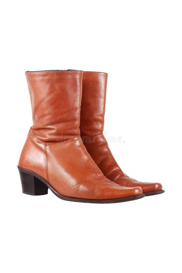 在白色隔绝的时髦的棕色皮靴 免版税库存照片