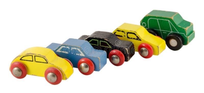 在白色隔绝的木微型五颜六色的汽车玩具 库存图片
