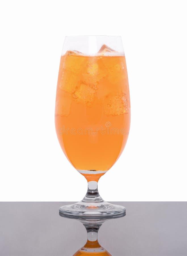 在白色隔绝的杯新鲜的橙汁 库存照片