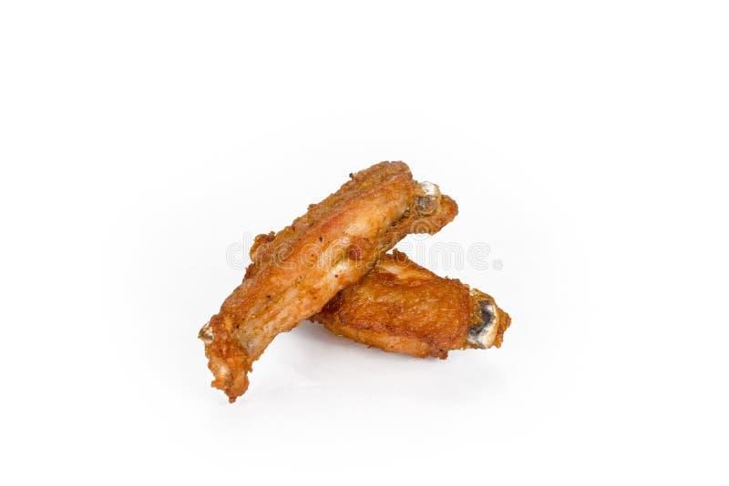 在白色隔绝的油煎的零件鸡翼 库存图片