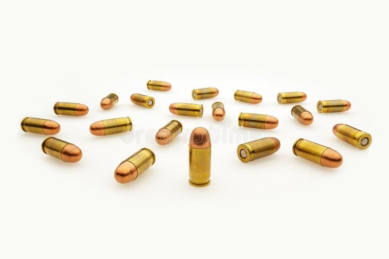在白色隔绝的自动手枪子弹 免版税库存照片