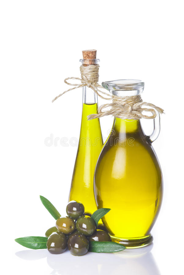 在白色隔绝的额外处女橄榄油瓶 免版税库存图片