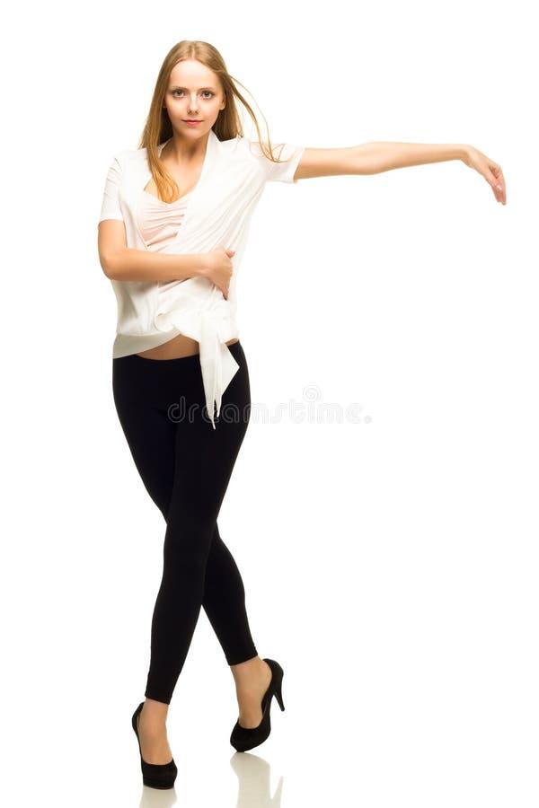 在白色隔绝的年轻美好现代舞蹈家执行 库存照片
