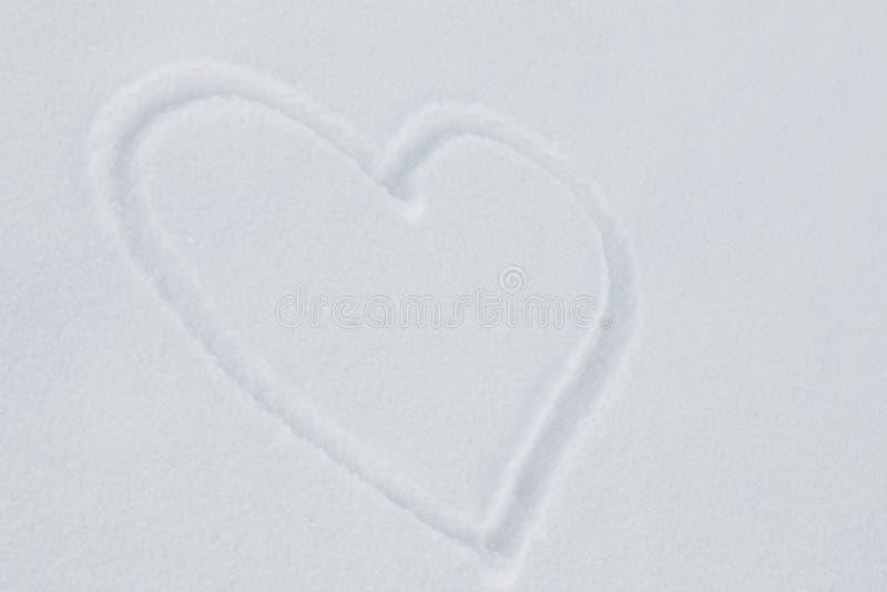 在白色雪的心脏 免版税库存照片