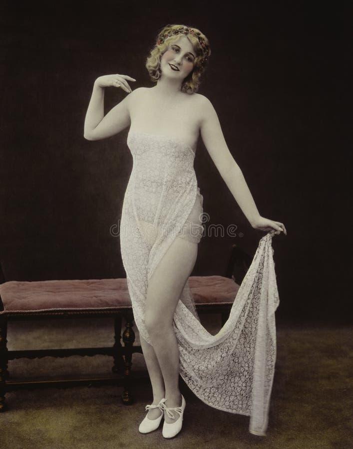 在白色鞋带穿戴的妇女画象 库存照片