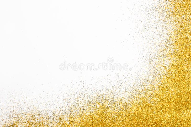在白色,抽象背景的金黄闪烁沙子纹理框架 免版税库存照片