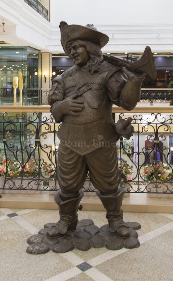 在百货商店的雕塑在叶卡捷琳堡,俄联盟 免版税图库摄影