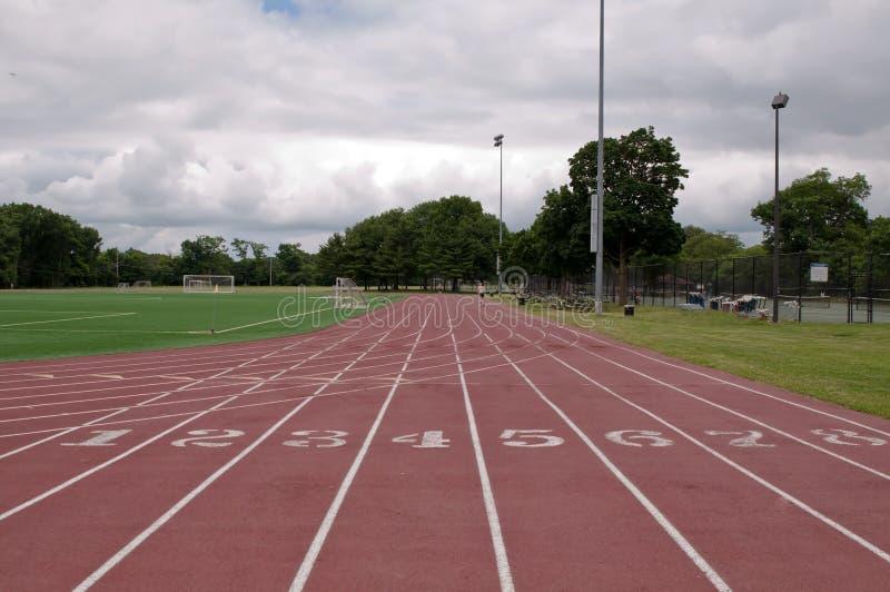 在的一条连续轨道复杂的体育 免版税库存照片