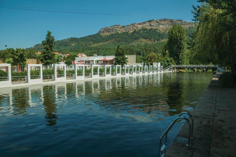 在的公开河流水池在Portagem切断河 库存图片