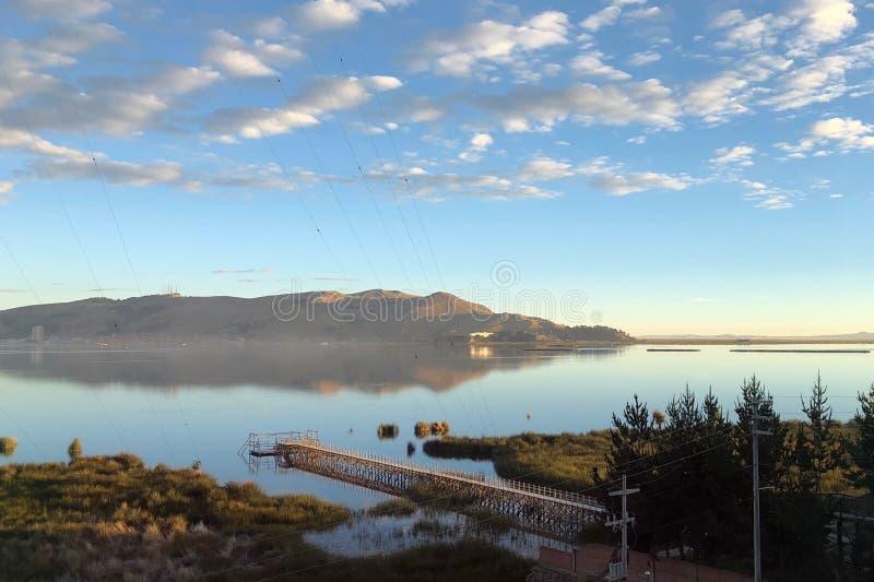 在的喀喀湖的日出在普诺,秘鲁 库存照片