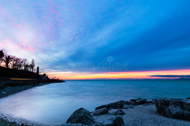 在的里雅斯特海湾的晚上  库存图片
