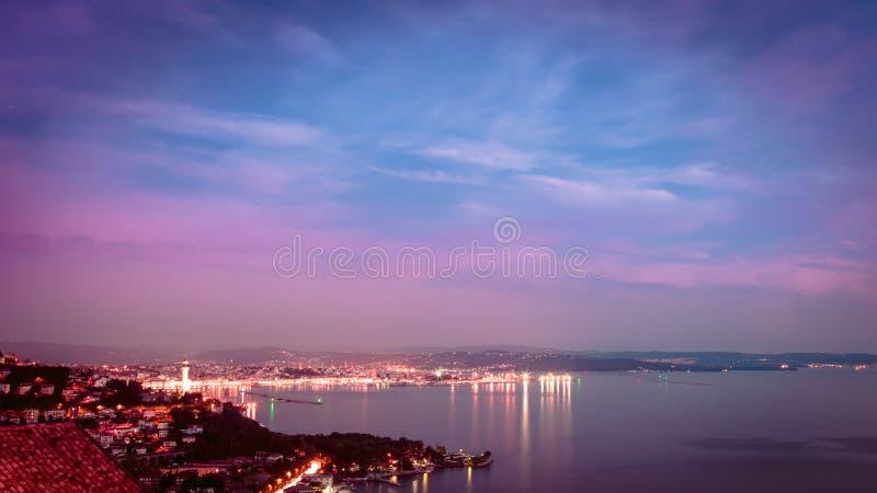 在的里雅斯特海湾的晚上  库存照片