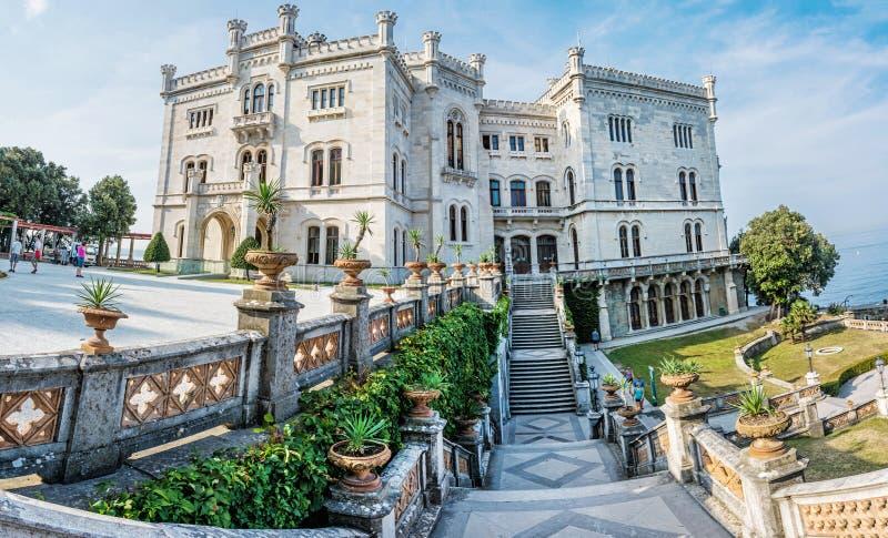 在的里雅斯特,东北意大利附近的Miramare城堡 免版税库存照片