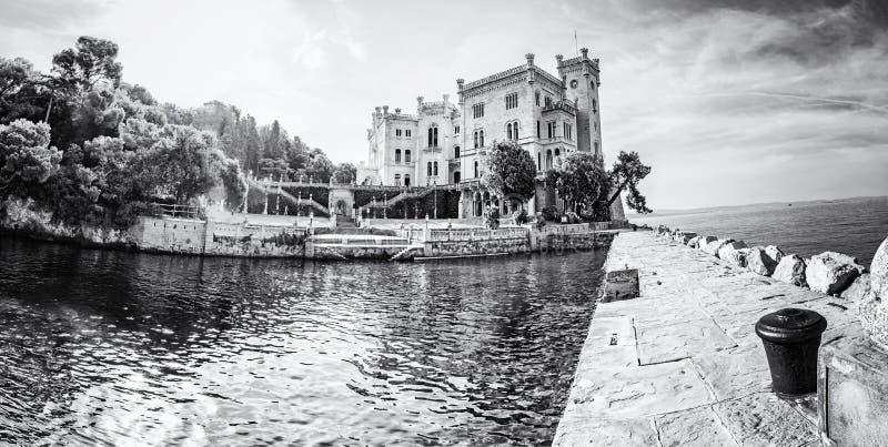 在的里雅斯特,意大利附近的米拉马雷城堡城堡,无色 库存图片