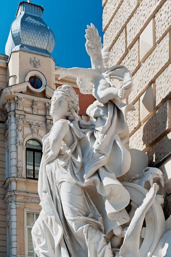 在的雕塑在歌剧和芭蕾外面傲德萨全国学术剧院在Odesa乌克兰 库存图片