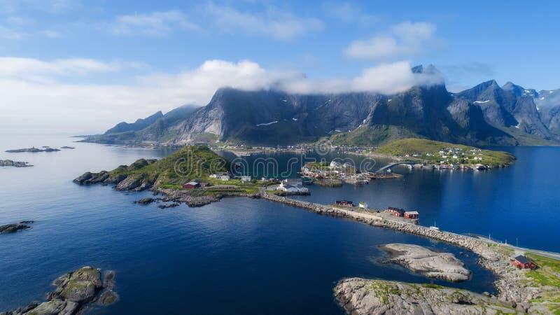 在的鸟瞰图lofoten 美好的夏天风景在挪威 库存照片