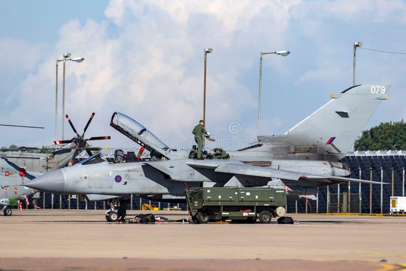 在皇家空军Waddington的英国皇家空军皇家空军Panavia龙卷风GR4军用喷气机 图库摄影