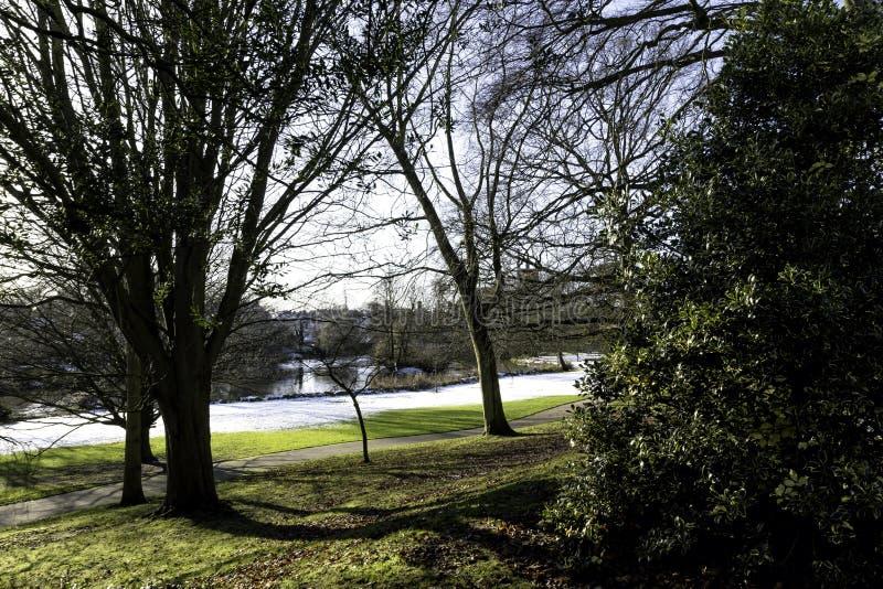 在皇家Leamington温泉-泵房/杰夫森庭院的冬天 库存图片
