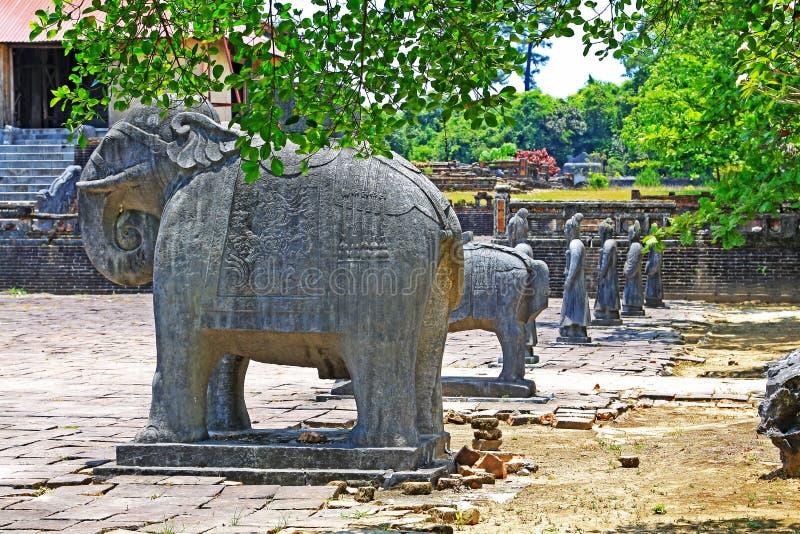 在皇帝绍治帝,颜色越南联合国科教文组织世界遗产名录站点颜色皇家坟茔的动物雕象  库存照片