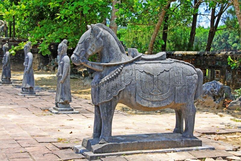 在皇帝绍治帝,颜色越南联合国科教文组织世界遗产名录站点颜色皇家坟茔的动物雕象  免版税库存照片