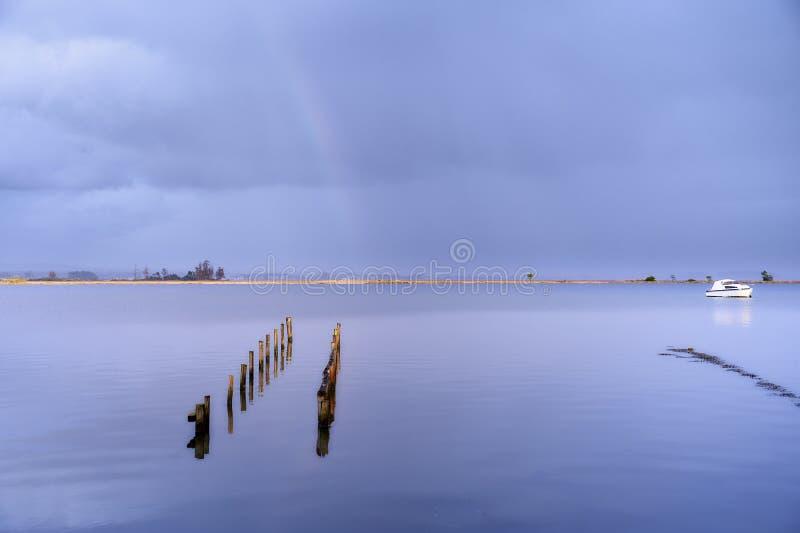 在盐水湖的道路彩虹的 免版税库存图片