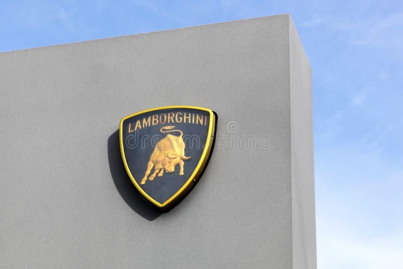 在盘区的Lamborghini商标 免版税库存图片
