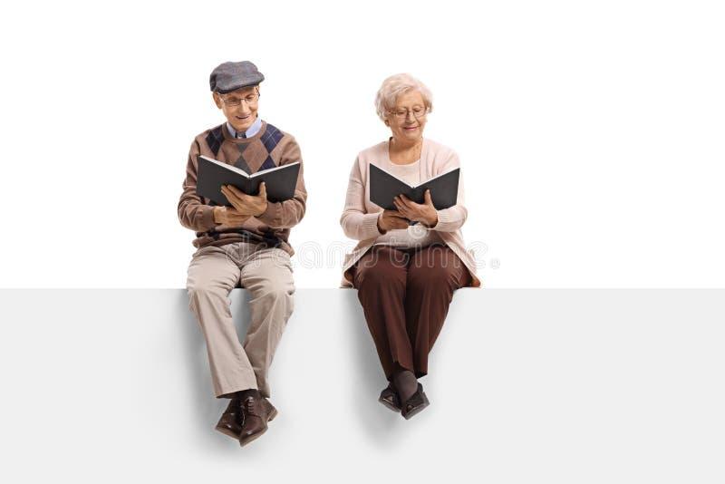 在盘区阅读书安装的前辈 免版税库存照片