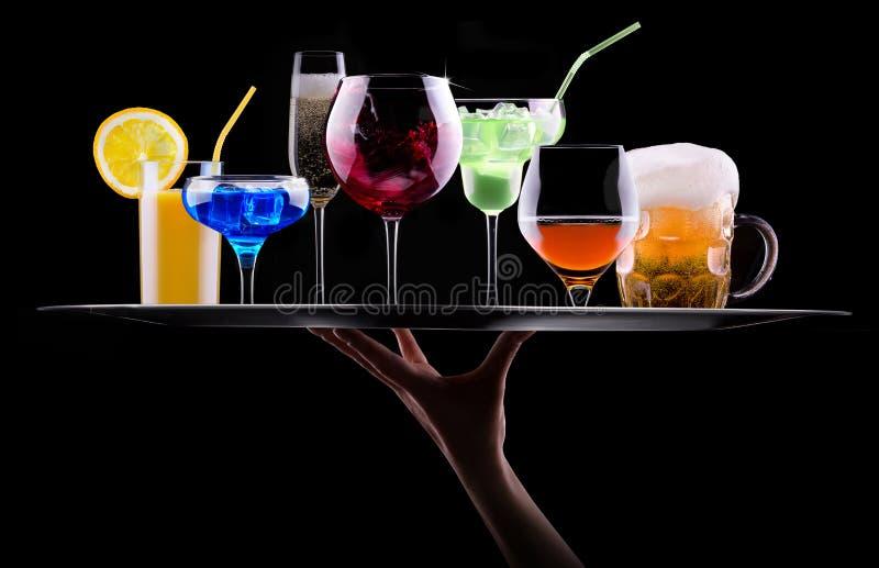 在盘子设置的不同的酒精饮料 免版税图库摄影
