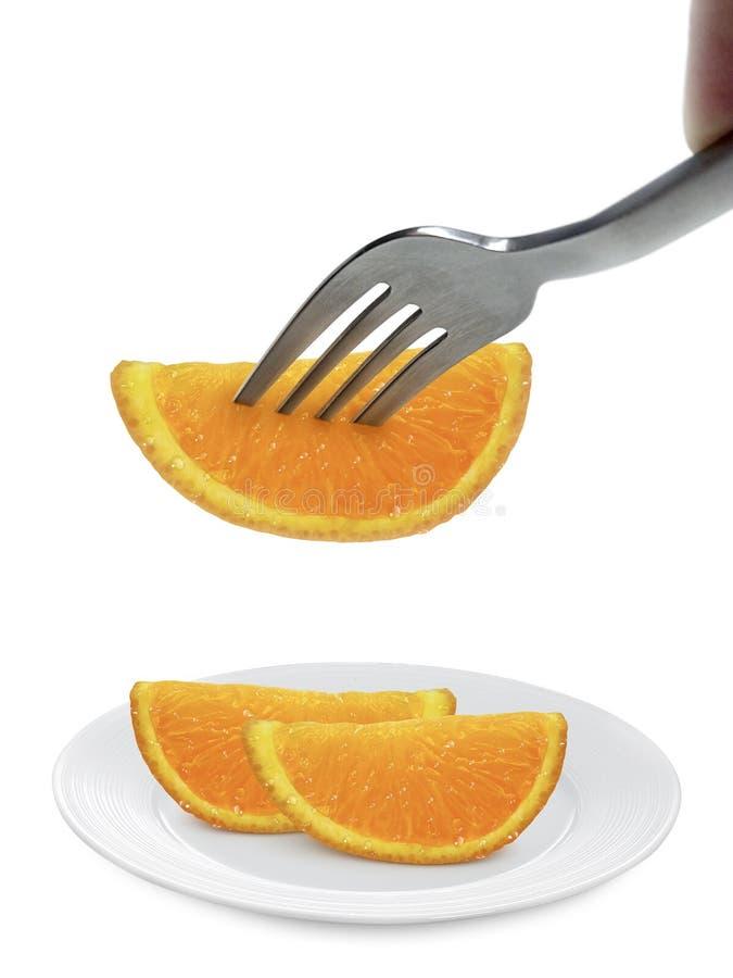 在盘的橙色在白色背景隔绝的果子和叉子 免版税库存照片