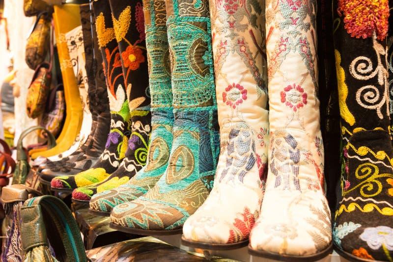 在盛大义卖市场的东方鞋子在伊斯坦布尔,土耳其 免版税库存图片