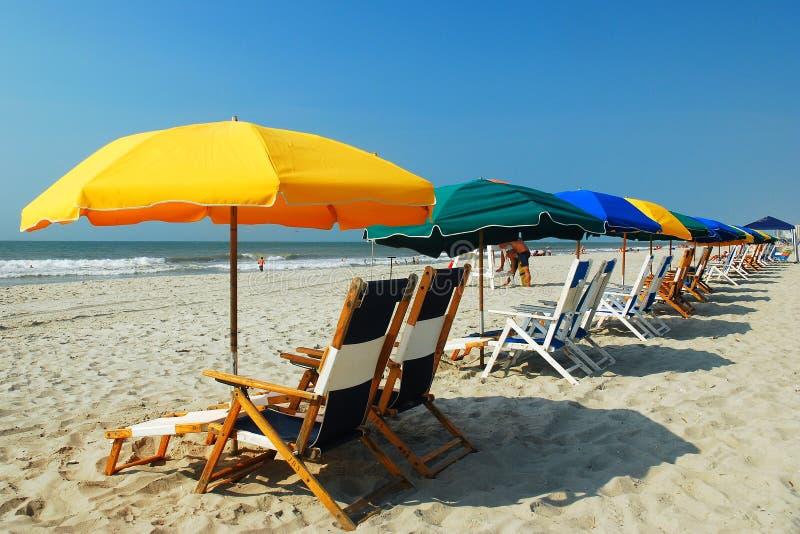 在盛大子线,默特尔海滩, SC的伞 免版税图库摄影