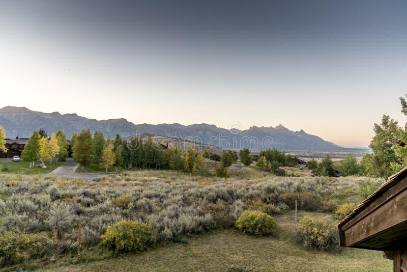 在盛大Tetons的黎明从春天小河大农场杰克逊 库存图片