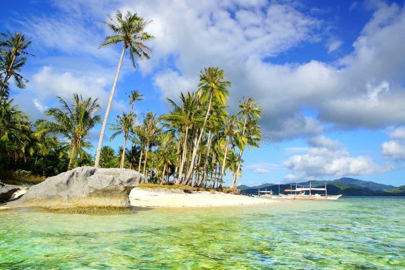 在直升机海岛的海滩。 El Nido,菲律宾 图库摄影