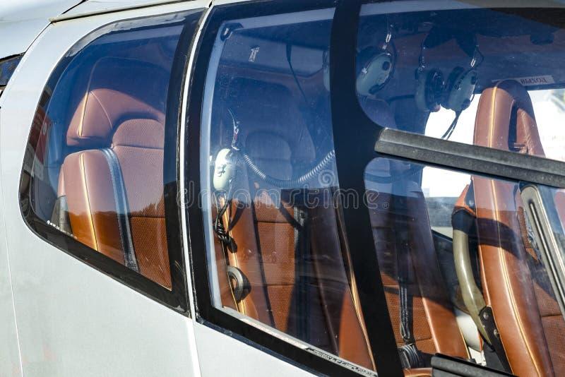 在直升机的豪华皮革位子私有或企业运输的 免版税库存照片